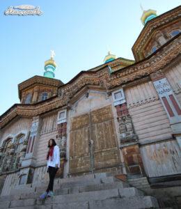 Nhà thờ Holy Trinity được xây dựng hoàn toàn từ gỗ trên nền gạch vững chắc