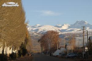 Karakol cách Trung Quốc chỉ một ngọn núi