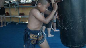 Sau giờ học chính là những giờ luyện võ miệt mài và nặng nhọc của các em